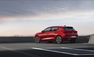 SEAT-launches-the-all-new-SEAT-Leon_03_small