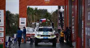 rallye-dakar-2020-startovni-podium-ourednicek (1)