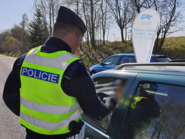 Policie sice nemusí nutně provádět silniční kontroly, ale připomněla, že v ulicích vidět bude