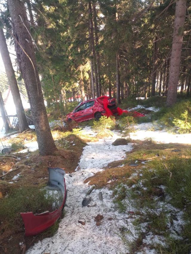 peugeot-208-nehoda-skiareal-klinovec-3