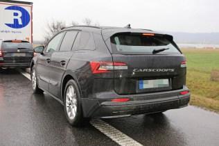 spy-foto-elektromobil-2021-Skoda-Enyaq-carscoops- (5)