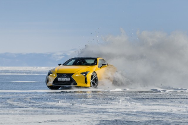 Lexus-LC-testovani-na-Bajkalu-1
