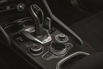 2020-Alfa-Romeo-Stelvio-Quadrifoglio-a-Alfa-Romeo-Giulia-Quadrifoglio-facelift- (8)