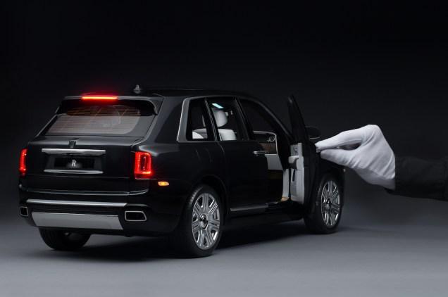 Rolls-Royce-Cullinan-zmenseny-model-1_8- (4)