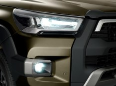 2020-toyota-hilux-invincible-facelift- (7)