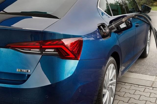 skoda-octavia-G-TEC_fueling
