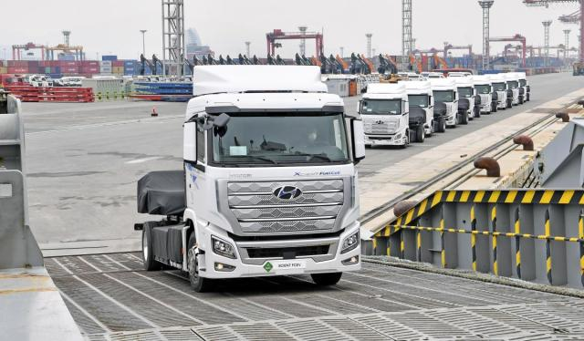 Hyundai-xcient-fuel-cell-shipping- (2)