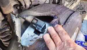 Jak to vypadá v pneumatice, když začnete pálit gumy? Uvnitř je překvapivý klid