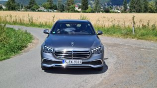 prvni-jizda-2021-mercedes-benz-e-300-facelift- (1)