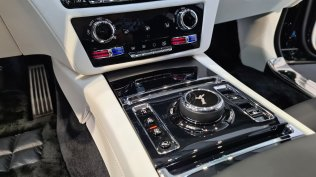 2021-rolls-royce-ghost-extended-live- (13)