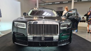 2021-rolls-royce-ghost-extended-live- (2)