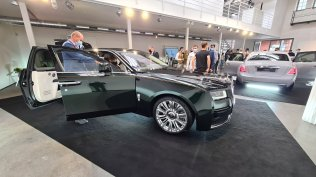 2021-rolls-royce-ghost-extended-live- (3)