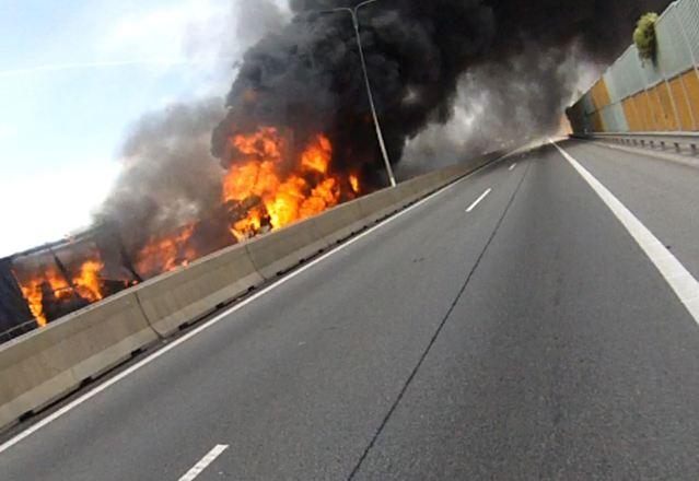 Tragický týden na dálnici D1.  Dvě velmi vážné nehody a extrémně silný požár