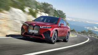 2021-elektromobil-BMW_iX- (1)