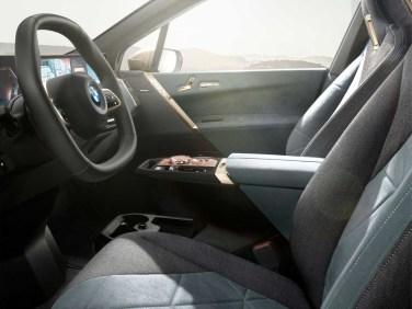 2021-elektromobil-BMW_iX- (10)