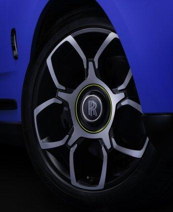 Rolls-Royce-Black_Badge-Dawn-Wraith-Cullinan-Neon_Nights- (8)