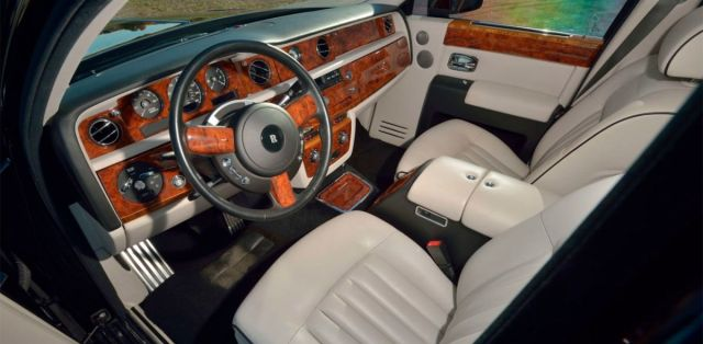 Rolls-Royce_Phantom-Donald_Trump-3