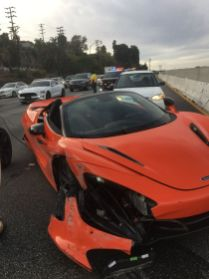 McLaren_720S_Spider-nehoda_na_dalnici-Amerika-1