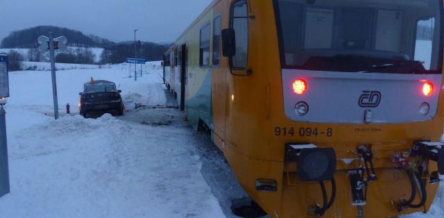 nehoda-mazda-vlak-2