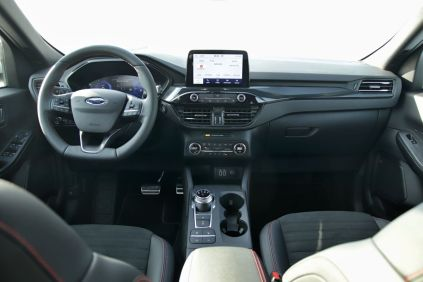 test-2021-hybrid-ford-kuga-hev- (25)