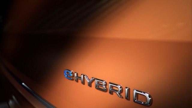 Teaser-2022-Volkswagen_Multivan_ehybrid