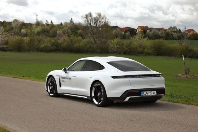 test-2021-elektromobil-porsche_taycan_turbo- (4)
