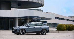 2022-BMW_IX-elektromobil- (10)