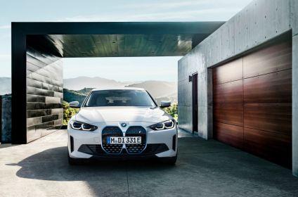 BMW_i4-elektromobil-_(1)