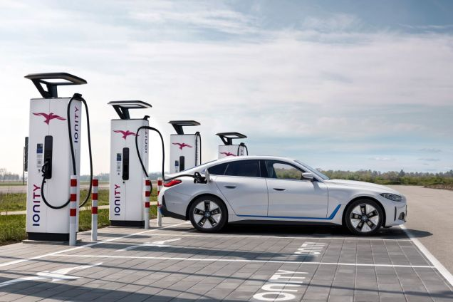 BMW_i4-elektromobil-IONITY