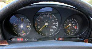 test-mercedes-benz-R107-280-SL-Cabrio-tachometr-budiky