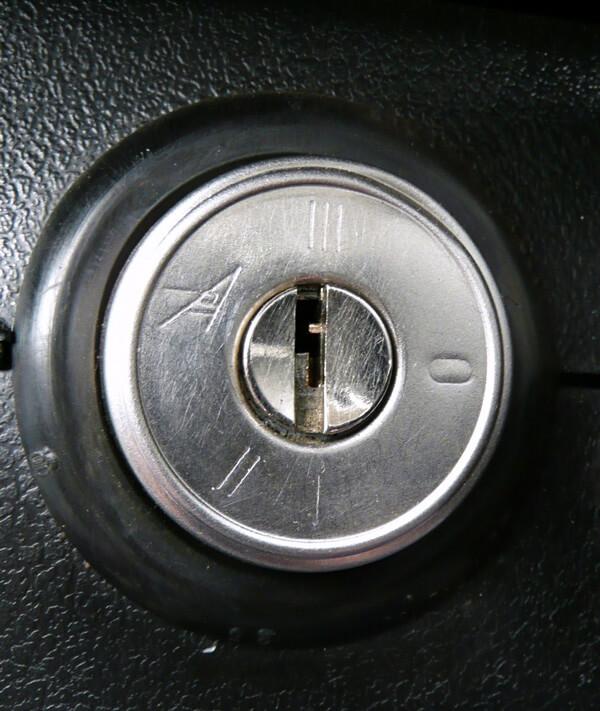 Принцип работы замка зажигания и положения ключа в нём