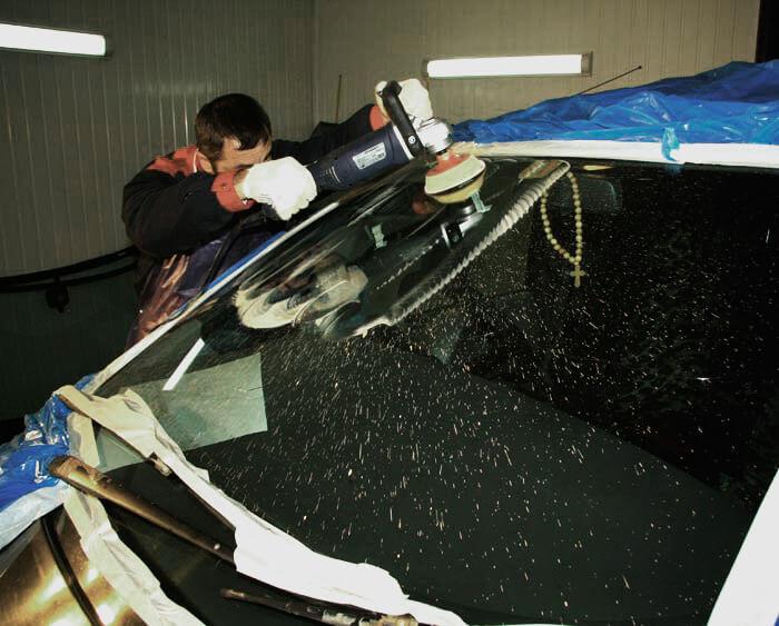 Полировка лобового стекла от царапин дворников