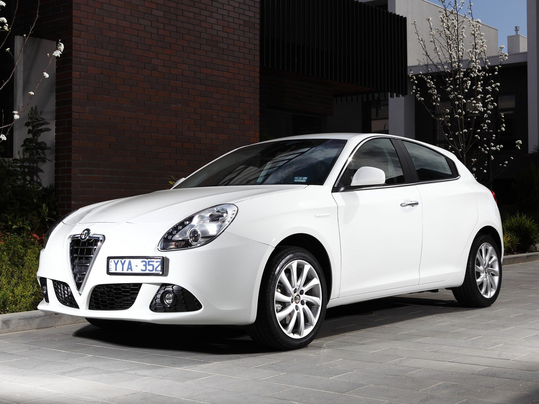 Latest Alfa Romeo Giulietta Specs 2010 2011 2012 2013 2014 Free Download