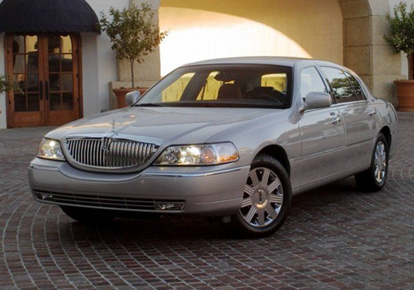 Latest 2011 Lincoln Town Car Sedan Free Download
