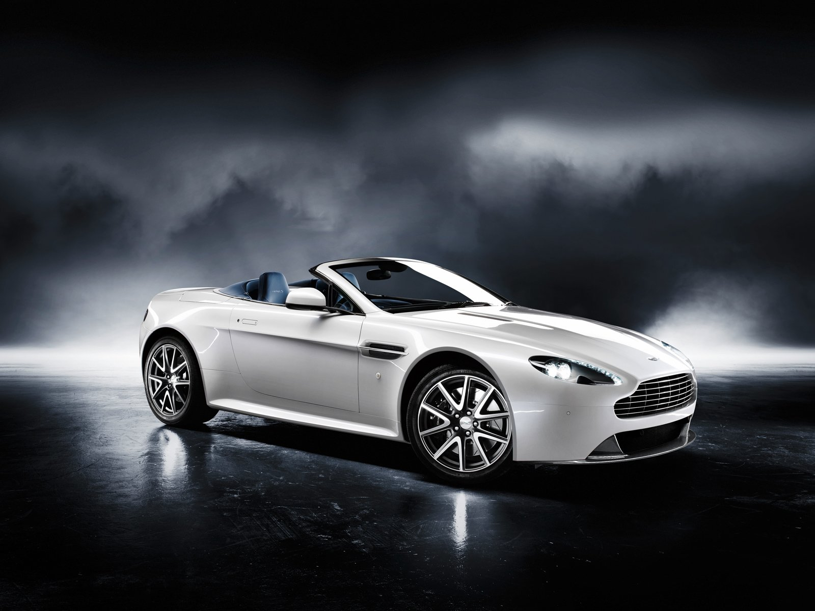 Latest Aston Martin Sports Car 2011 The Car Club Free Download