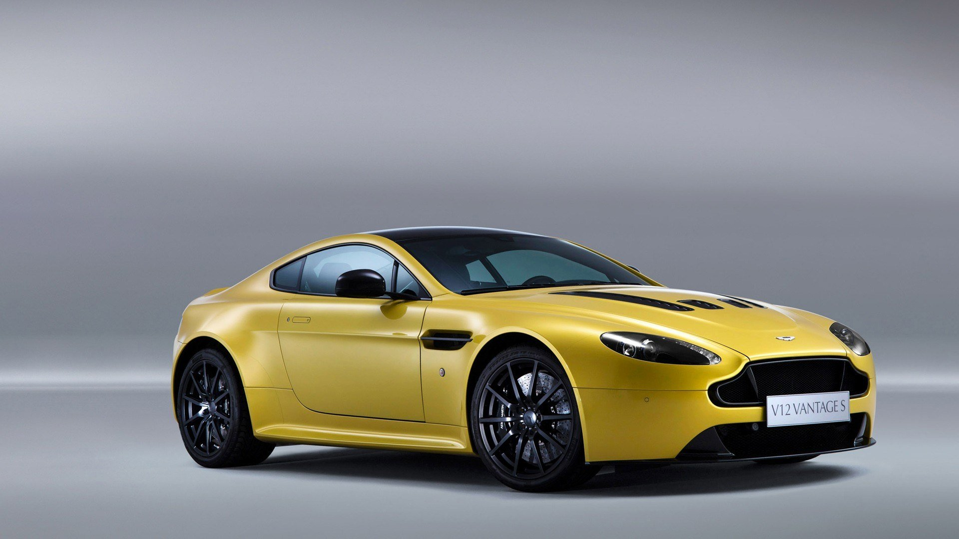 Latest Aston Martin V12 Vantage S 2014 Wallpaper Hd Car Free Download