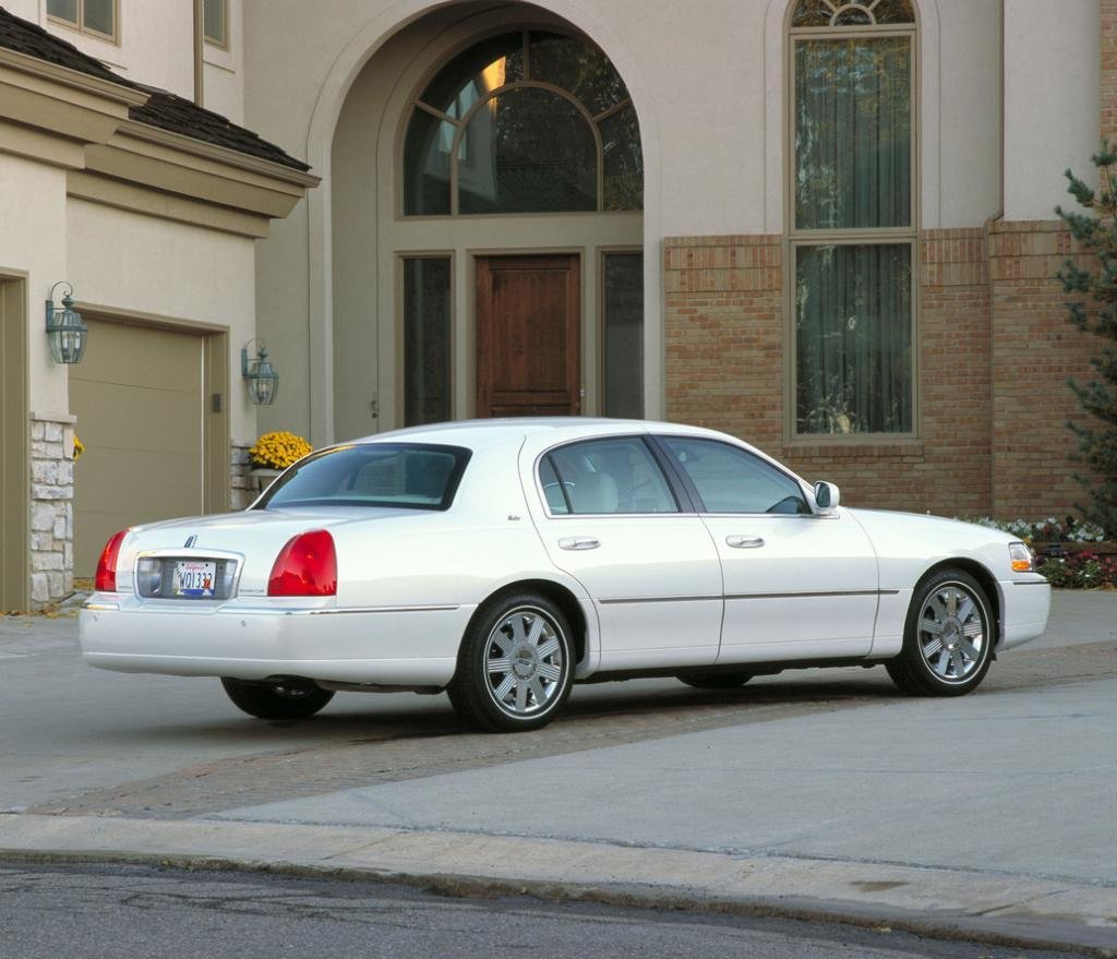 Latest 2011 Lincoln Town Car Information And Photos Zombiedrive Free Download