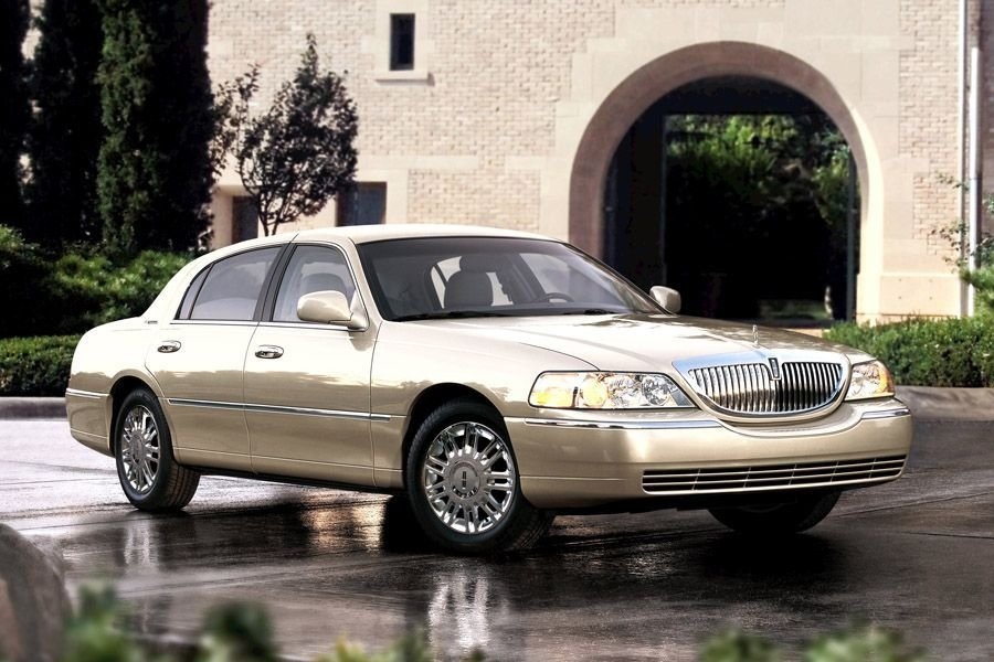 Latest 2011 Lincoln Town Car Reviews Specs And Prices Cars Com Free Download Original 1024 x 768