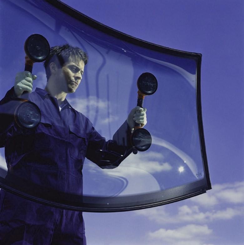 автомобильное лобовое стекло
