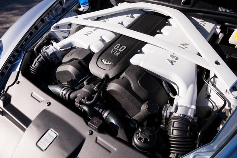 Моторный отсек Aston Martin DB11