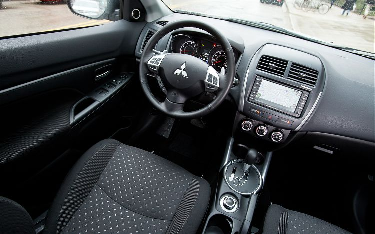 2014 Mitsubishi Outlander Interior Picture Number 598282
