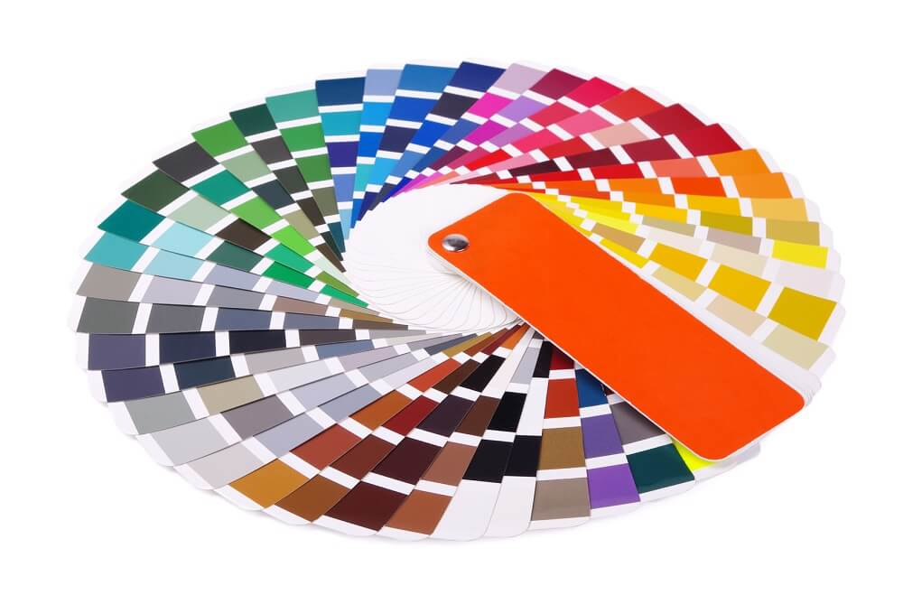 Lakiernik dobiera kolor z palety