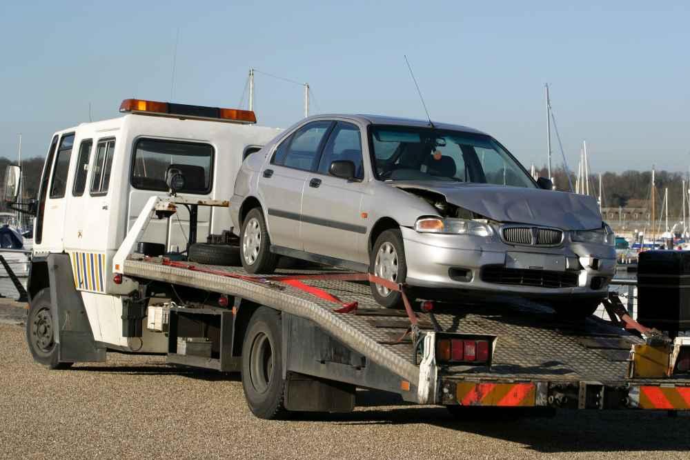 auto po wypadku tranport do naprawy