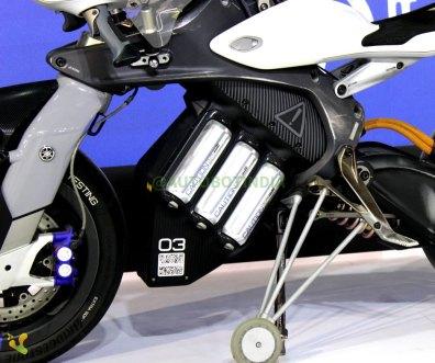 Yamaha MOTOROiD Autonomous Bike Showcased
