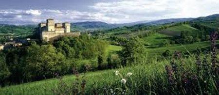 Veneto og Lombardiet mod nord, Ligurien mod vest, Toscana