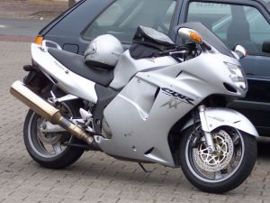 Honda_CBR_1100_XX_silver_vr