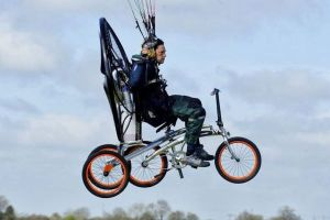 the-flying-bicycle-xploreair-paravelo-british-engineers-john-foden-yannick-read-taking-to-the-sky-the-flying-bike-the-flying-tortoise-002