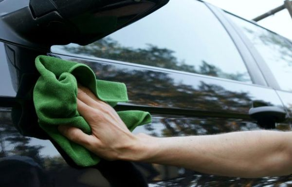 waxing your car (2)