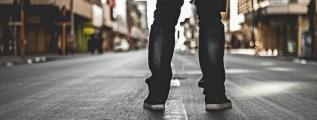 7 benefici di lavorare in piedi con una standing desk