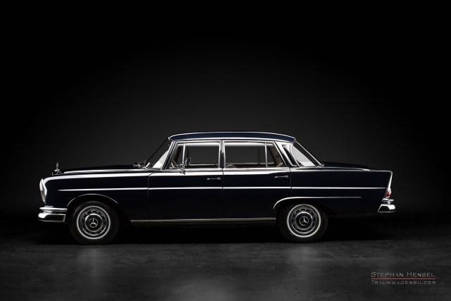 Mercedes-Benz 230 S, Seitenansicht im Studio, Autofotograf: Stephan Hensel, Hamburg